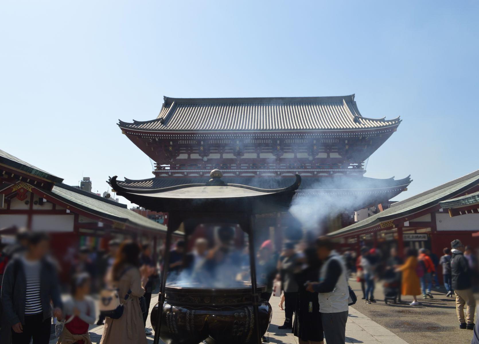 にぎわう浅草寺