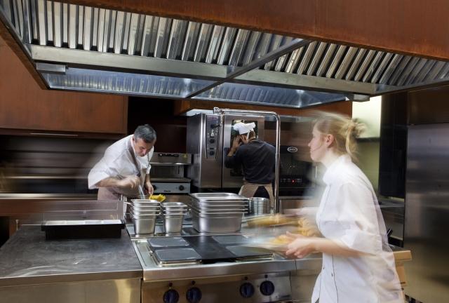低リスクで注目の『シェアキッチン』!デリバリーを始めるならシェアキッチン?それとも居抜き物件?