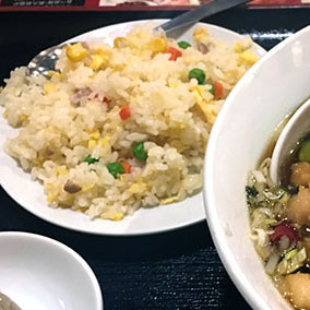 中華料理店のランチの半炒飯って。
