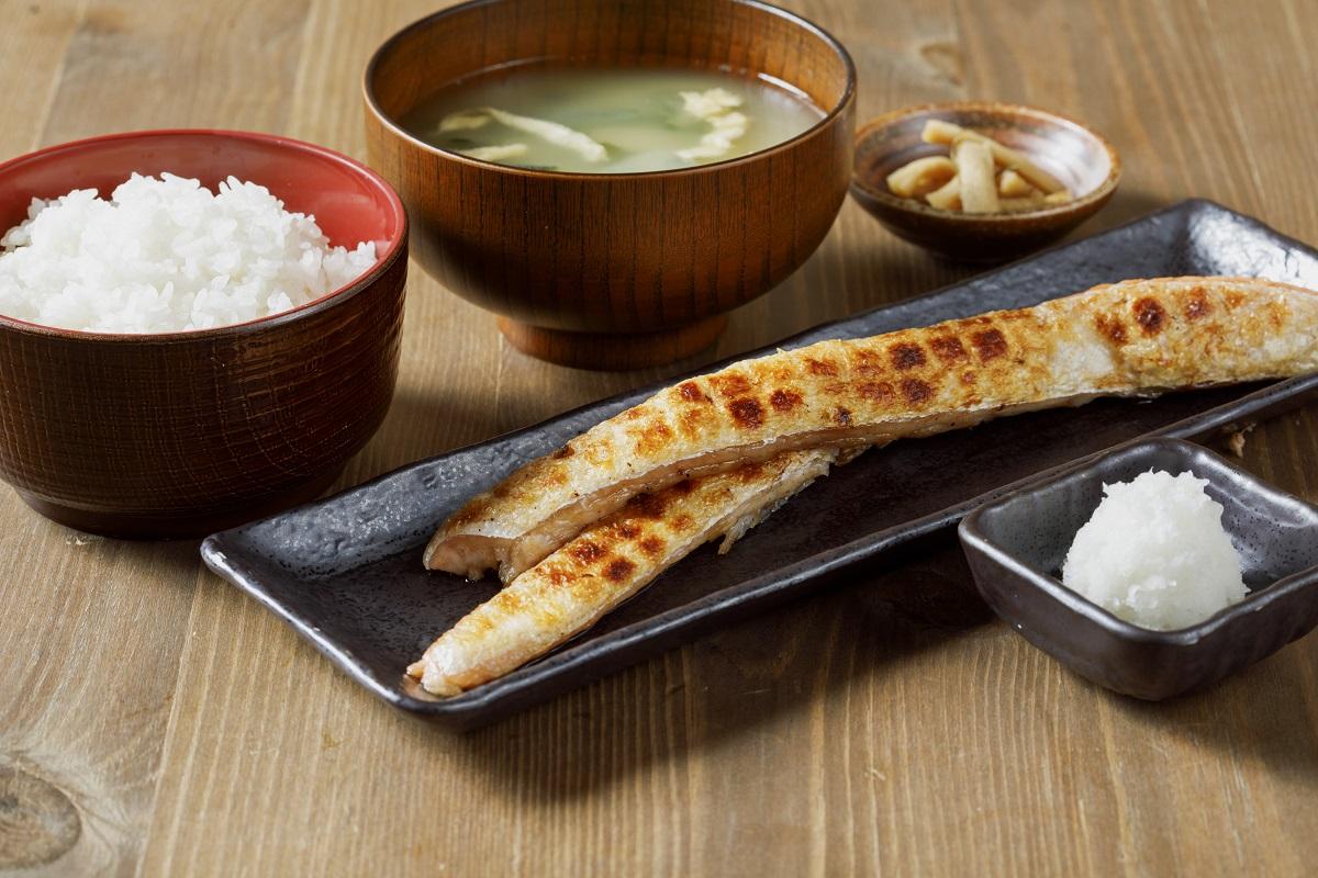 『新八食堂のサーモンハラス定食』