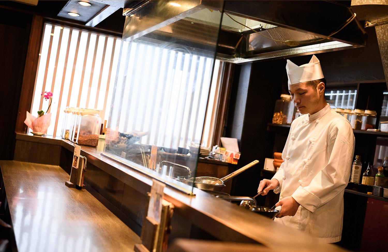 四川料理と日本酒の新しい出会いをプロデュースする、幡ヶ谷の人気店