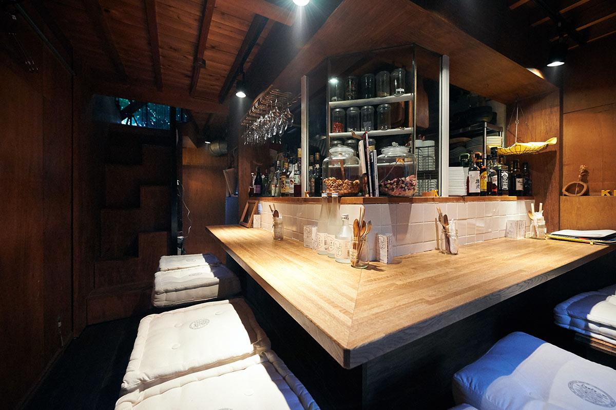 落ち着いた割烹料理屋からおしゃれなダイニングカフェに。1〜3階までそれぞれ雰囲気の異なる空間で楽しめる店
