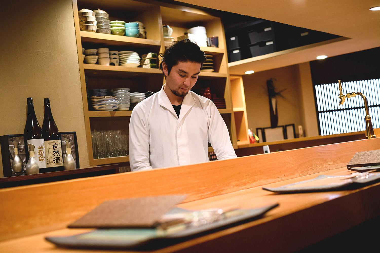 日本酒好きが集う 旬の食材を活かしたコース一本の創作割烹