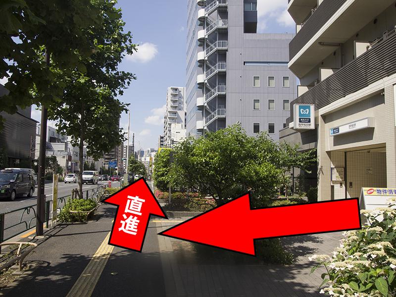 西早稲田駅出入口1から右側に直進